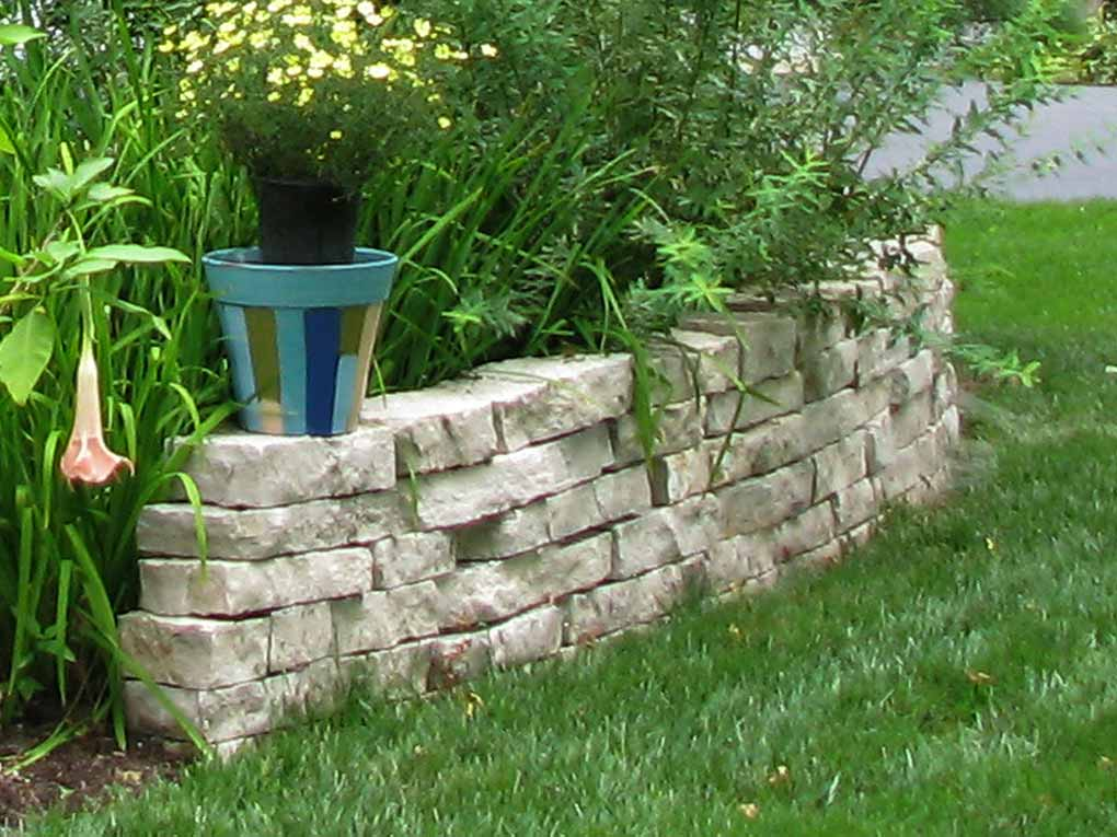 Chesterfield Private Garden Fond-du-lac Drystack Wall